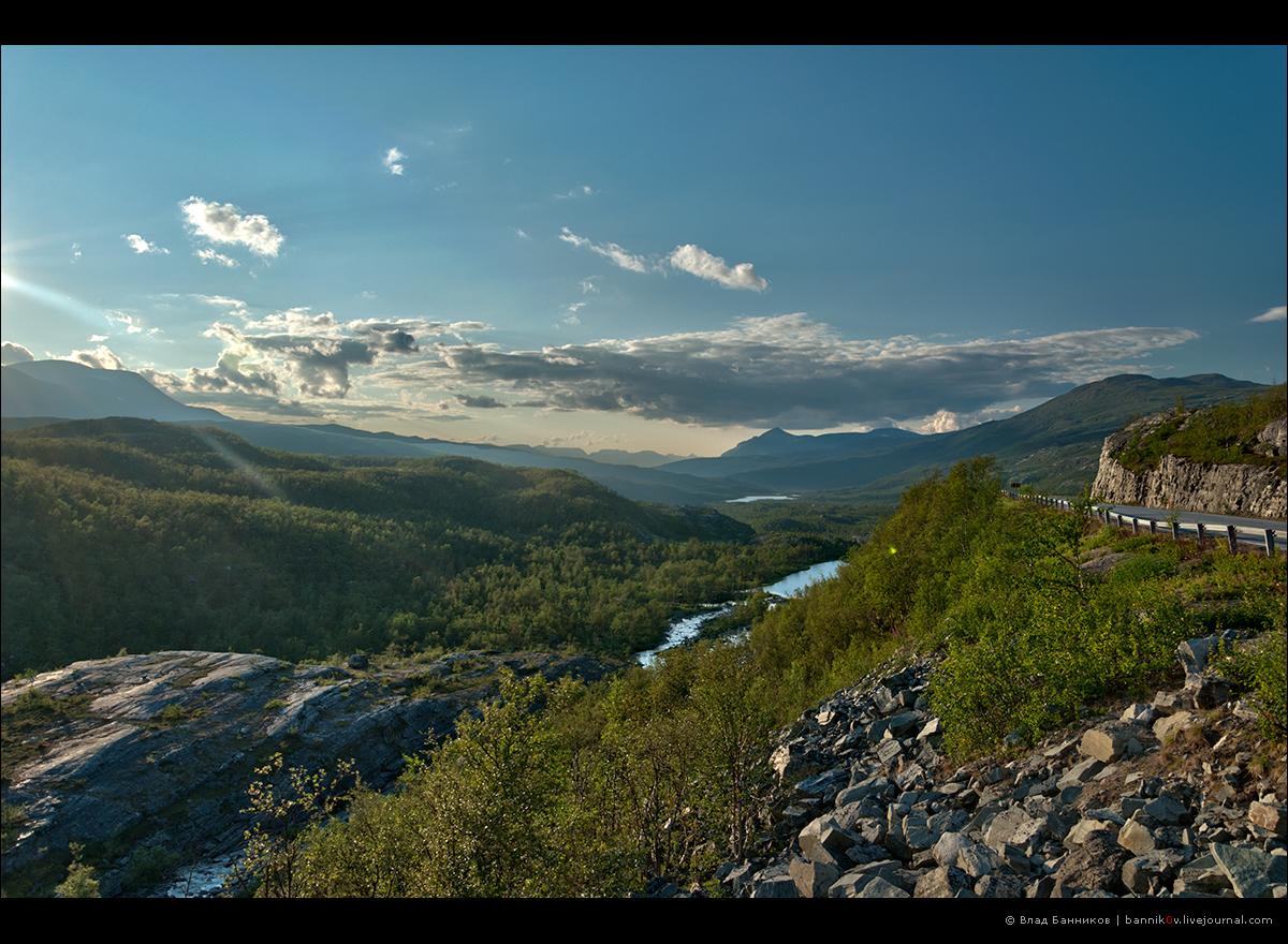 Долина реки и скалы