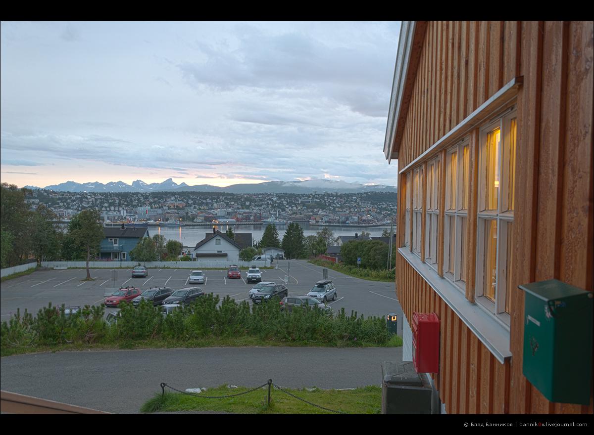 Вид с крыльца здания подъёмника на гору