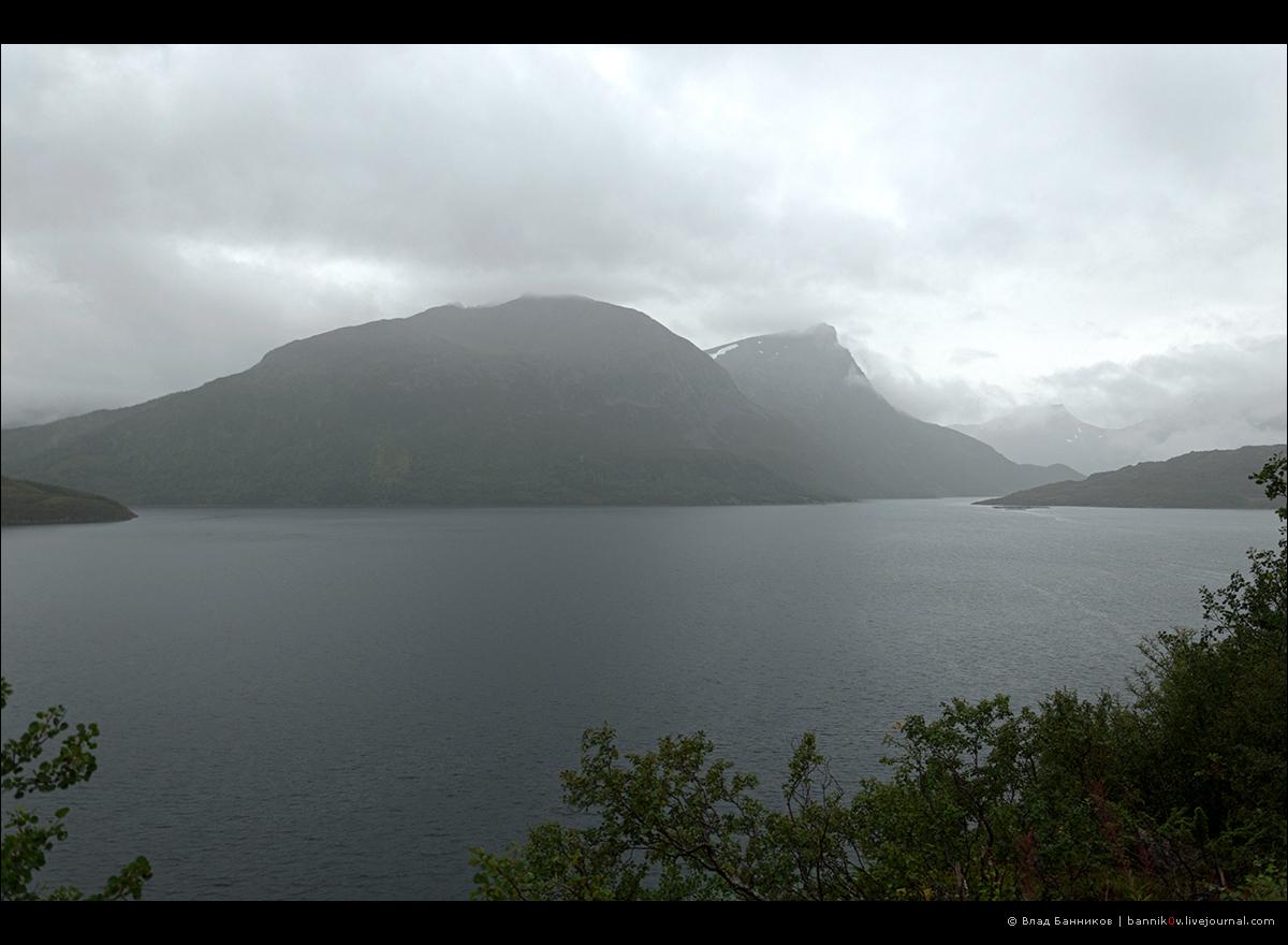 Горы в дожде