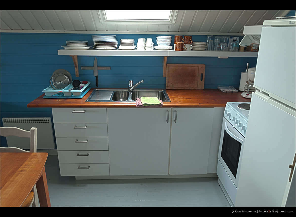 Кухонная мебель и аппаратура.