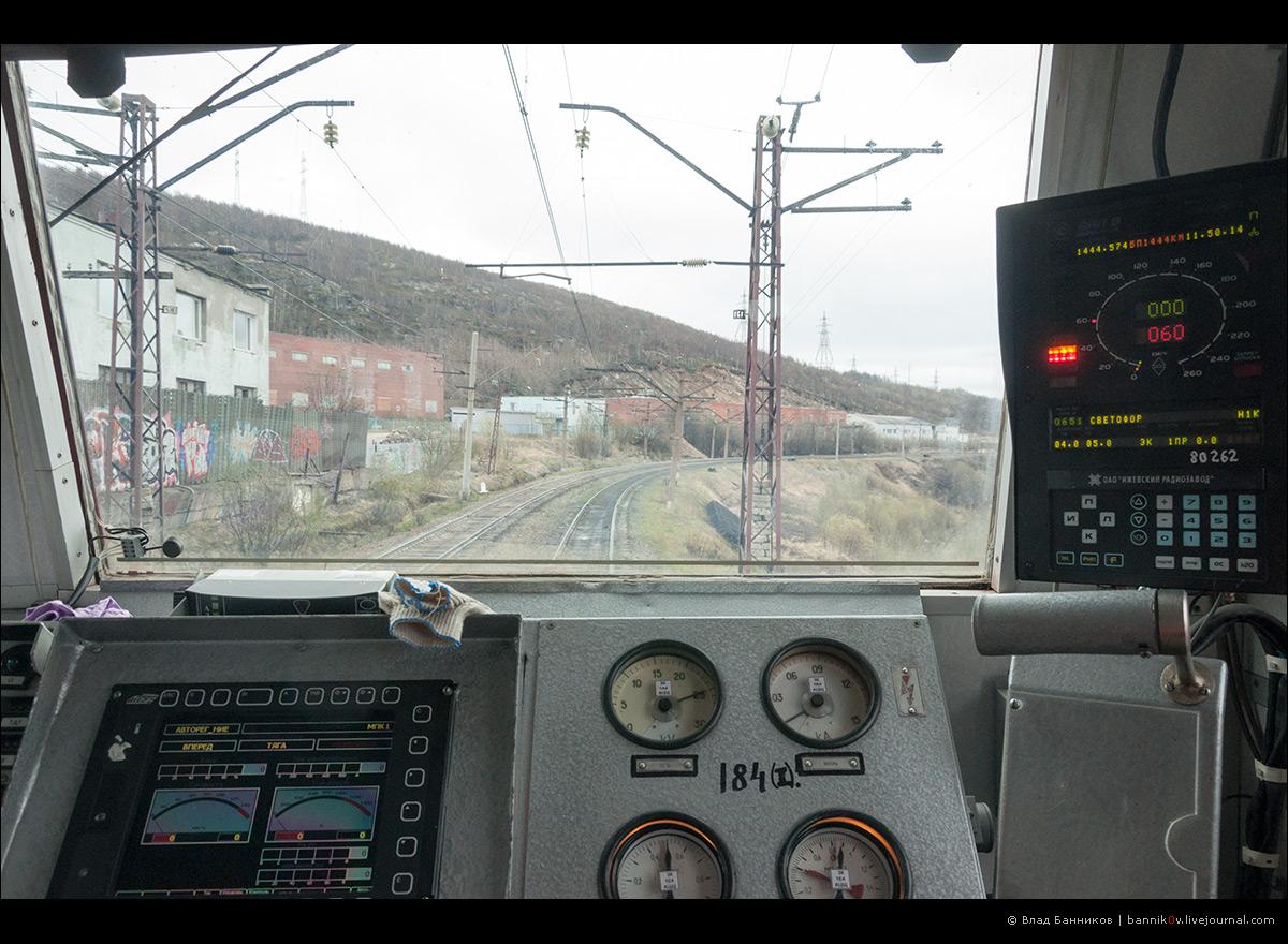 Вид из кабины с места машиниста