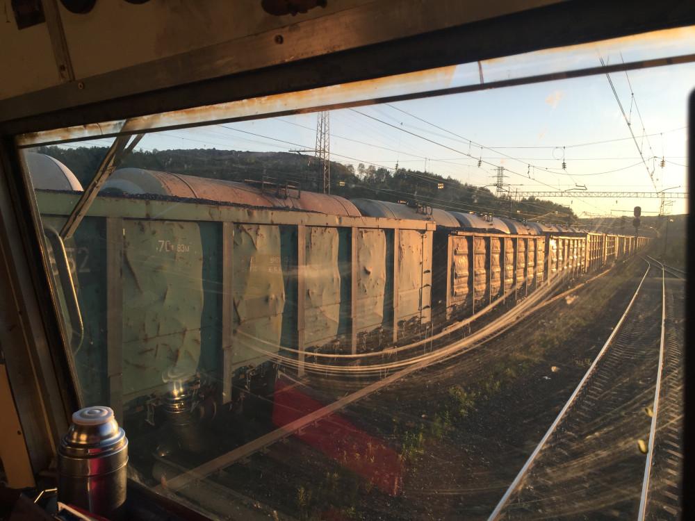 Разъезд поездов по Выходному