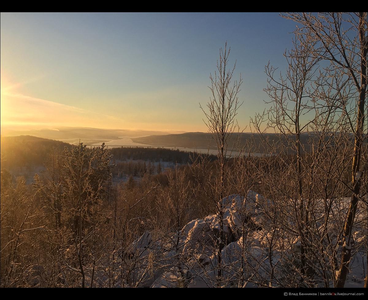 Вид на Кольский залив из карьера за Ледовым озером