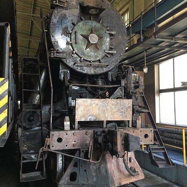 Паровоз Л-4386 в цехе ремонта депо Мурманск на реставрации