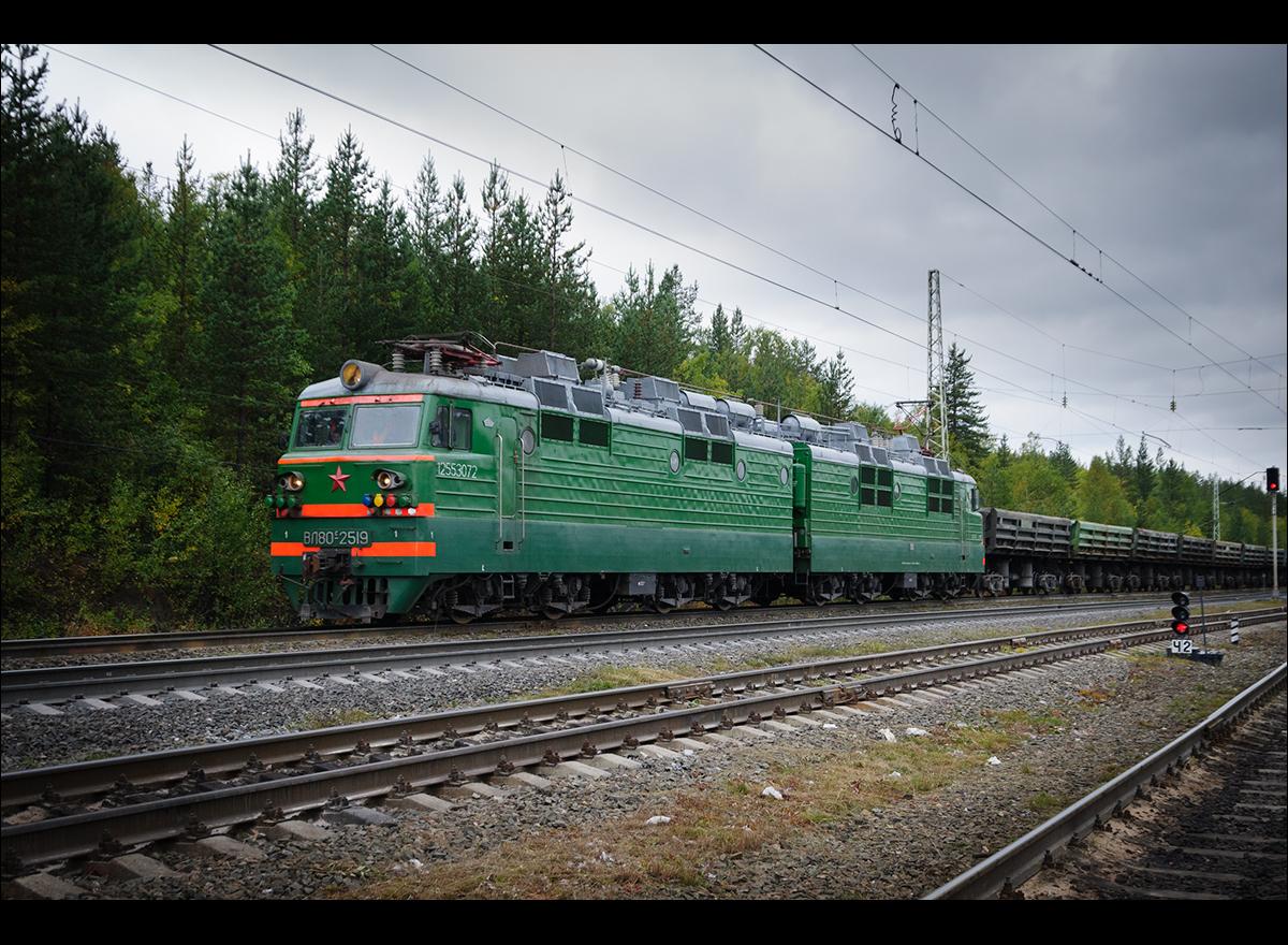 ВЛ80С-2519 на 3-м пути ст. Лопарская