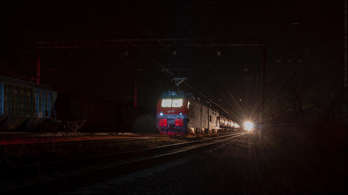 2ЭС5К-324 с грузовым на 3-м по Тайболе