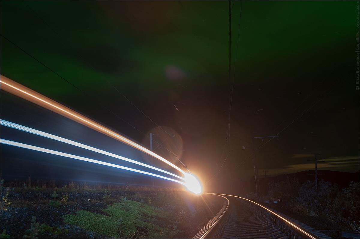 Чётный грузовой ходом по 2-му пути перегона б/п 1381 км—Кица и северное сияние