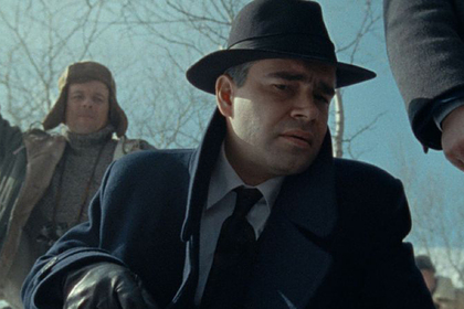 Следователь из Москвы майор Олег Костин. Его роль играет Петр федоров.