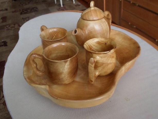 Чайный набор, вырезанный из капа березы. Автор Геннадий Куватов, г. Березовский.