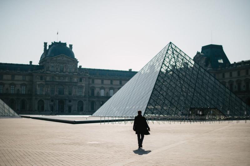 Лувр, в Париже, во время строгой изоляции.