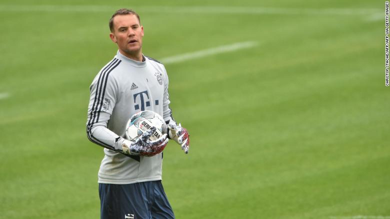 Вратарь мюнхенской «Баварии» Мануэль Нойер на тренировках своего клуба на прошлой неделе.