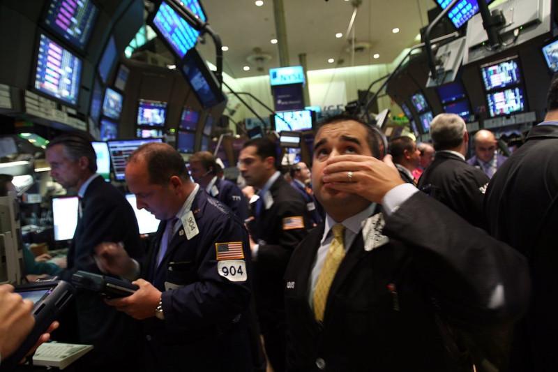Трейдеры на бирже в понедельник, 15 сентября 2008 года, рынок в свободном падении.