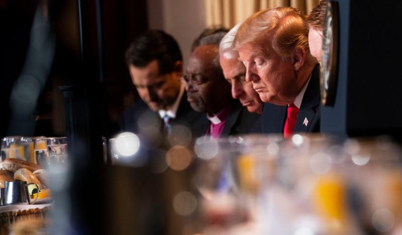 Президент Трамп на национальном молитвенном завтраке в феврале 2019 года. Евангельские избиратели являются краеугольным камнем его политической базы.