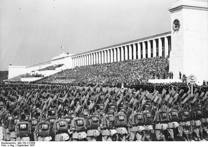 Bundesarchiv_Bild_183-C12658,_Nünrberg,_Reichsparteitag,_RAD-Parade