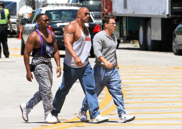 Mark-Wahlberg-Dwayne-Johnson-and-Anthony-Mackie-on-the-set-of-Pain-Gain-2013