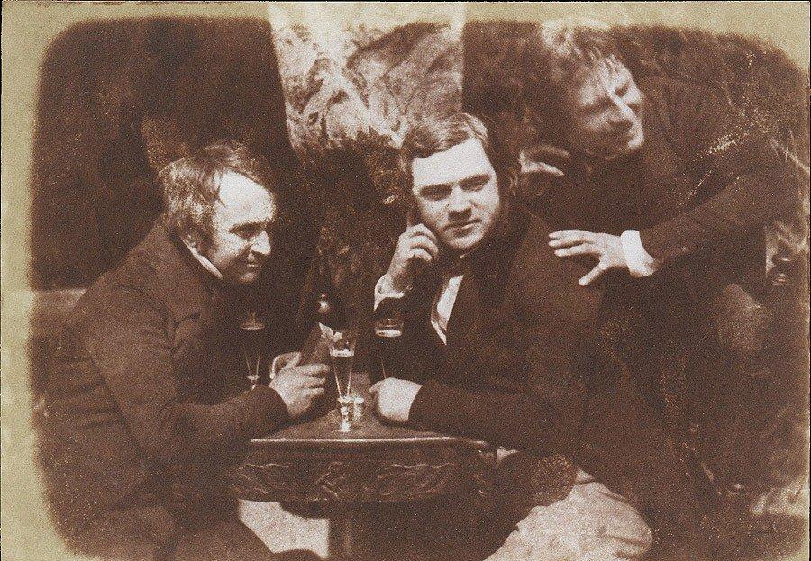 Самая первая из известных фотографий, на которых человек пьет пиво, эдинбургский эль, 1844 год