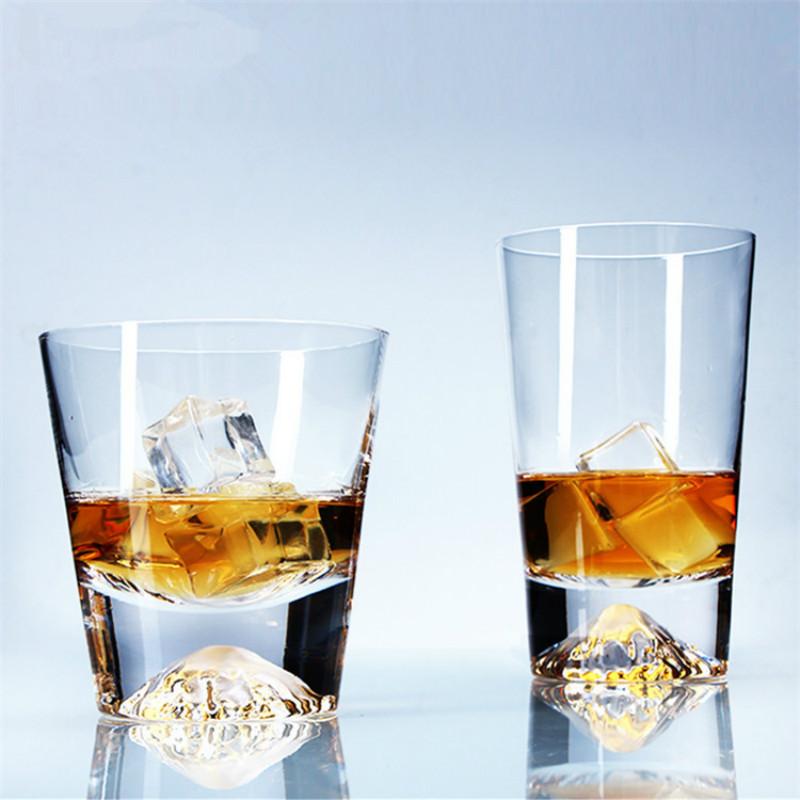 бокалы для виски с горами на дне