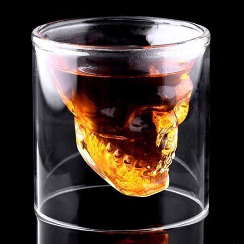 стакан с черепом внутри