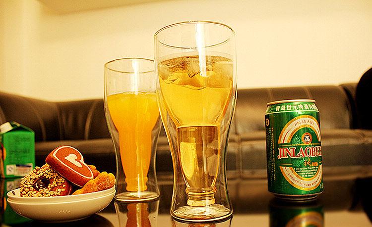 бутылка в стакане бокал для пива
