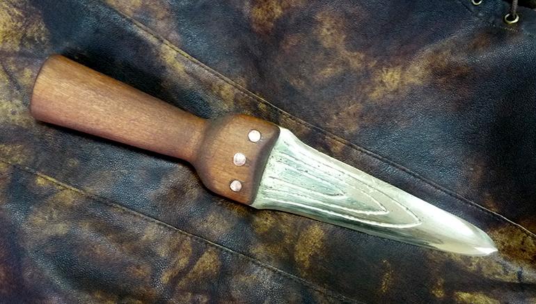 Античный бронзовый кинжал 2