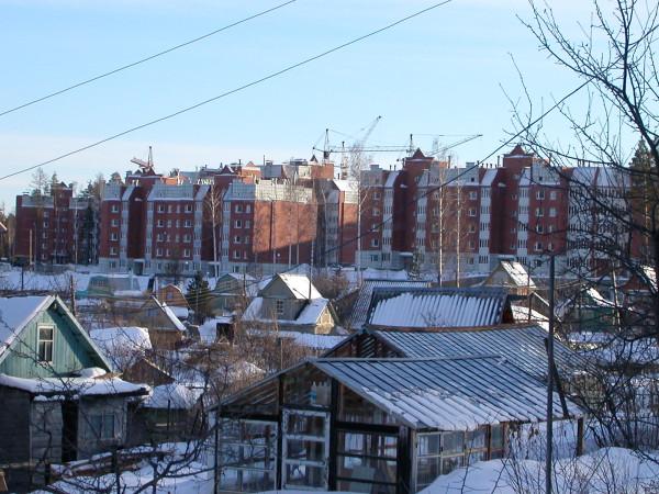 Савчука, 02. (2004.03.10)  Вид из садов на Комарова. 02.JPG