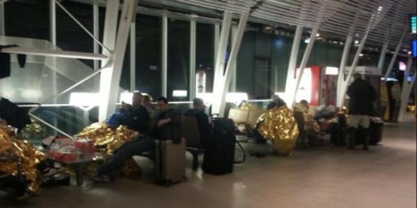 par-dizaines-des-voyageurs-ont-du-dormir-lundi-soir-a_1074523_667x333