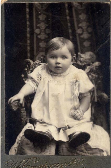 Тоничка Черкасскова. 27 февраля 1909г. 9 месяцев от роду.