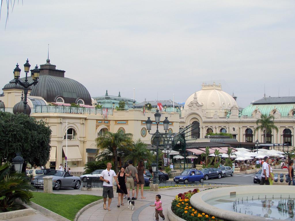 Памятник на площади у казино монте-карло accept русская рулетка русский video