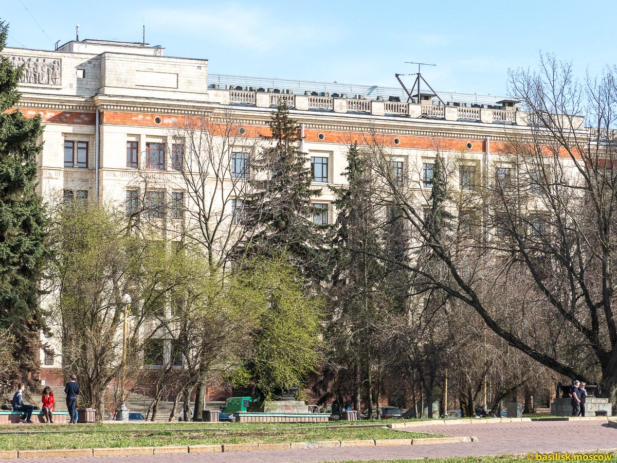 Окрестности Главного здания МГУ. Москва. Апрель 2017