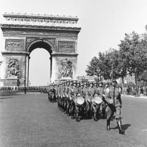 1940-06-01.Paris.Parade.deutscher.Soldaten.jpg