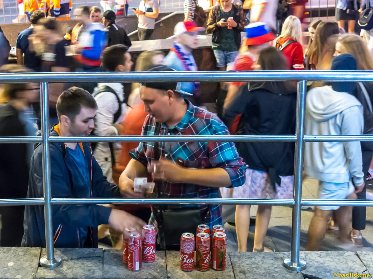 Футбольные болельщики на Лубянке после матча Россия - Хорватия. Москва.Ночь 8 июля 2018