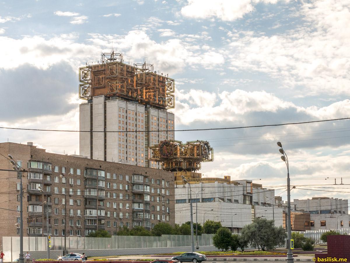 Ленинский проспект. Площадь Гагарина. Москва. Июнь 2018