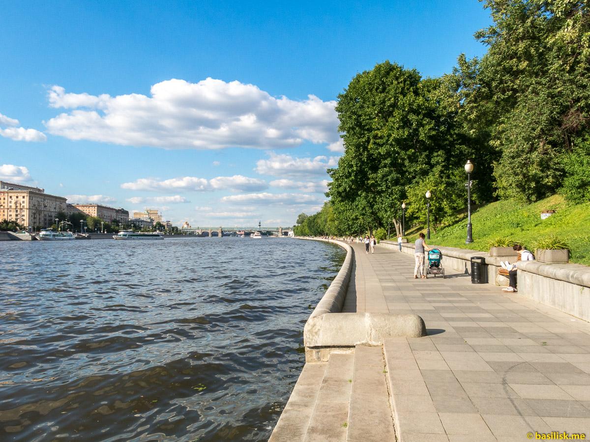 Река Москва. Пушкинская набережная. Пушкинский мост. Июнь 2018