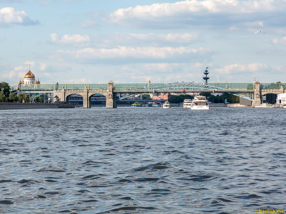 Река Москва. Пушкинская набережная.  Июнь 2018