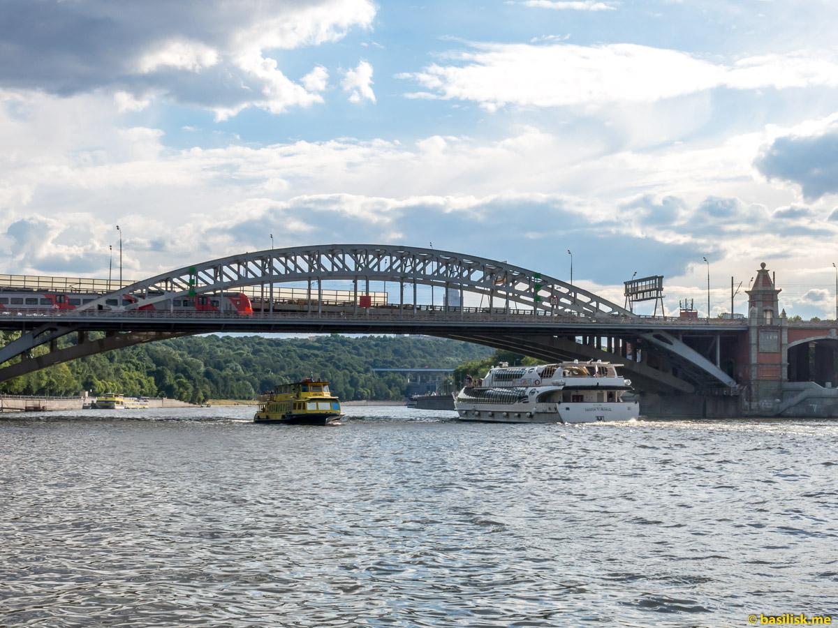 Река Москва. Пушкинская набережная. Андреевский мост. Июнь 2018