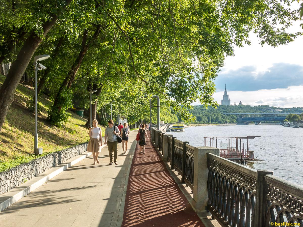 Река Москва. Андреевская набережная. Лужнецкий мост. Июнь 2018