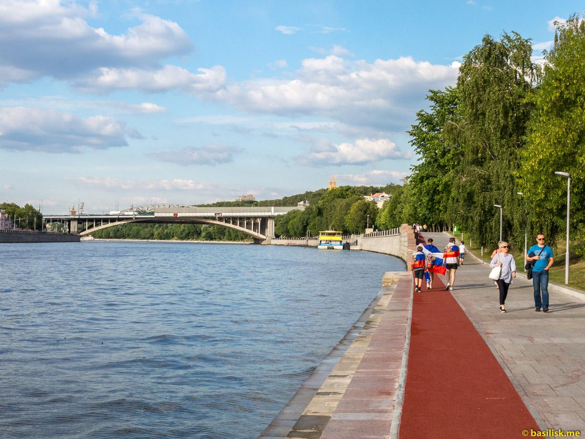 Река Москва. Андреевский мост. Андреевская набережная. Июнь 2018