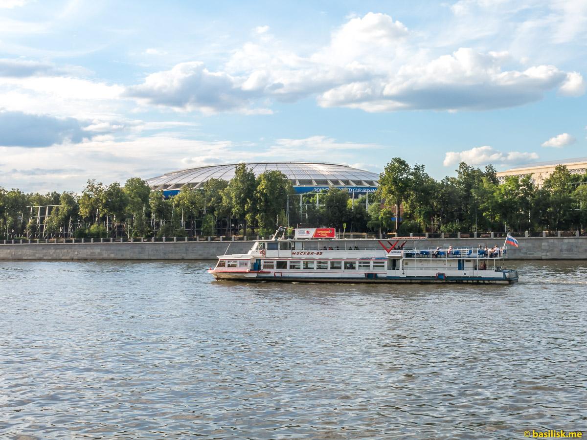Лужники. Центральный стадион. Река Москва. Июнь 2018