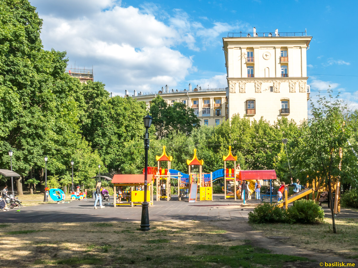 Детская площадка. Нескучный сад. Москва. Июнь 2018