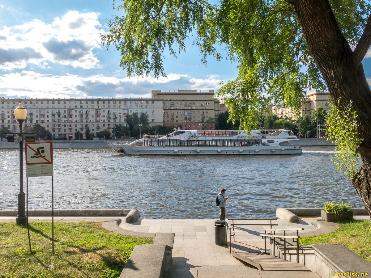 Река Москва. Нескучный сад. Москва. Июнь 2018