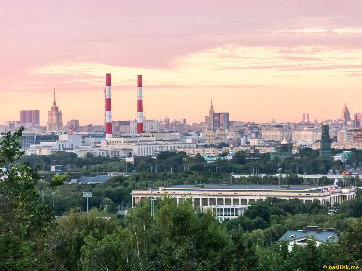 Панорама Москвы. Смотровая площадка на Воробьёвых горах. Москва. 25 июня 2018