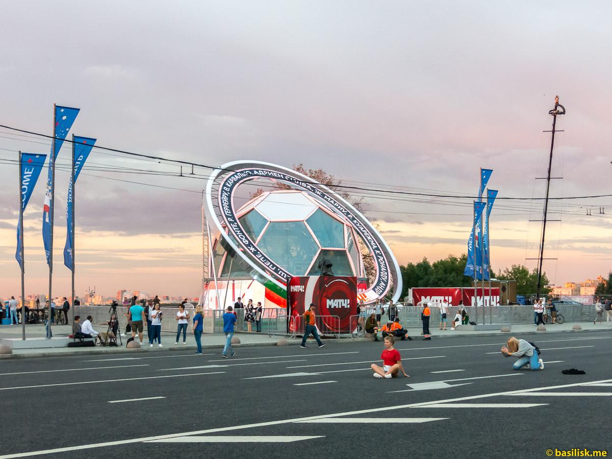 Смотровая площадка на Воробьёвых горах. Москва. 25 июня 2018