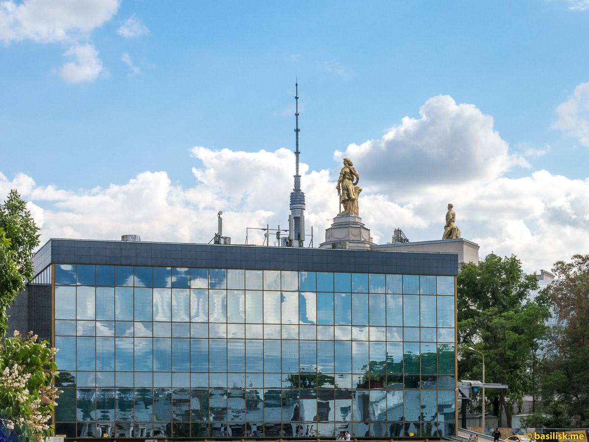Ипподром на ВДНХ. Москва. Май 2018