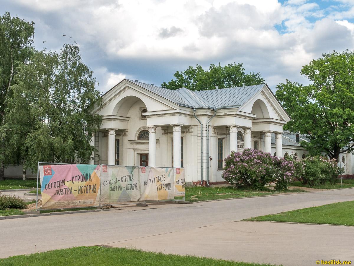 Павильон Коневодство. Ипподром на ВДНХ. Москва. Май 2018