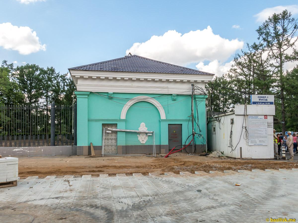 Павильон Северного входа. Стройка и реконструкция на ВДНХ. Москва. Май 2018