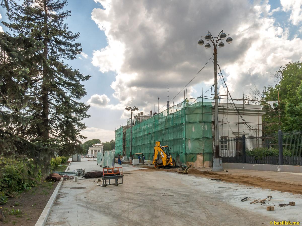 Реконструкция. Стройка и реконструкция на ВДНХ. Москва. Май 2018