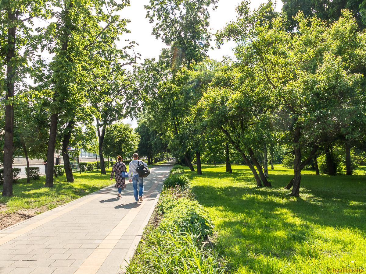 Школьный сквер. Проспект Мира. ВДНХ. Москва. Май 2018