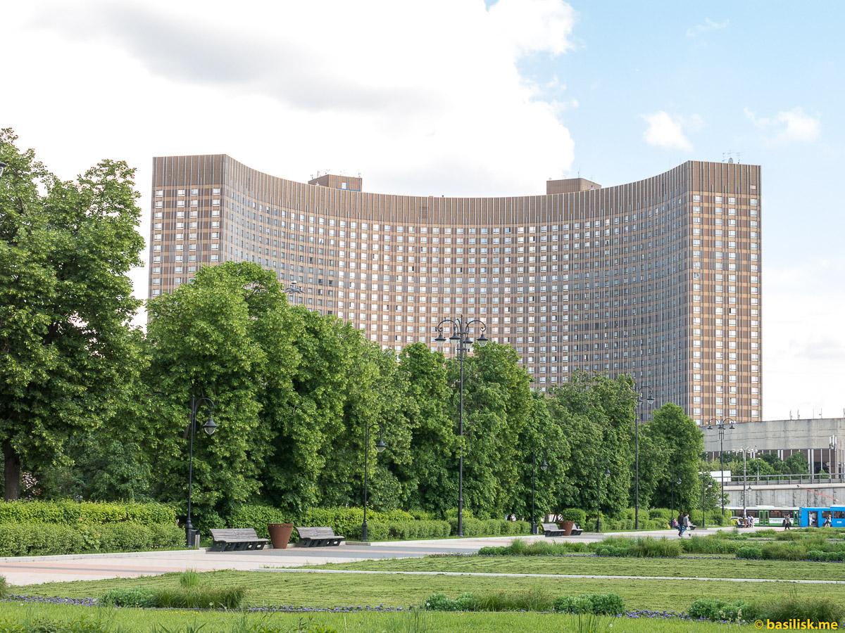 Гостиница Космос. Проспект Мира. ВДНХ. Москва. Май 2018