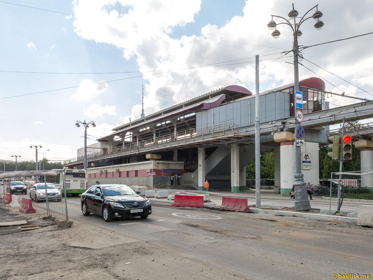 Станция монорельса. Проспект Мира. ВДНХ. Москва. Май 2018