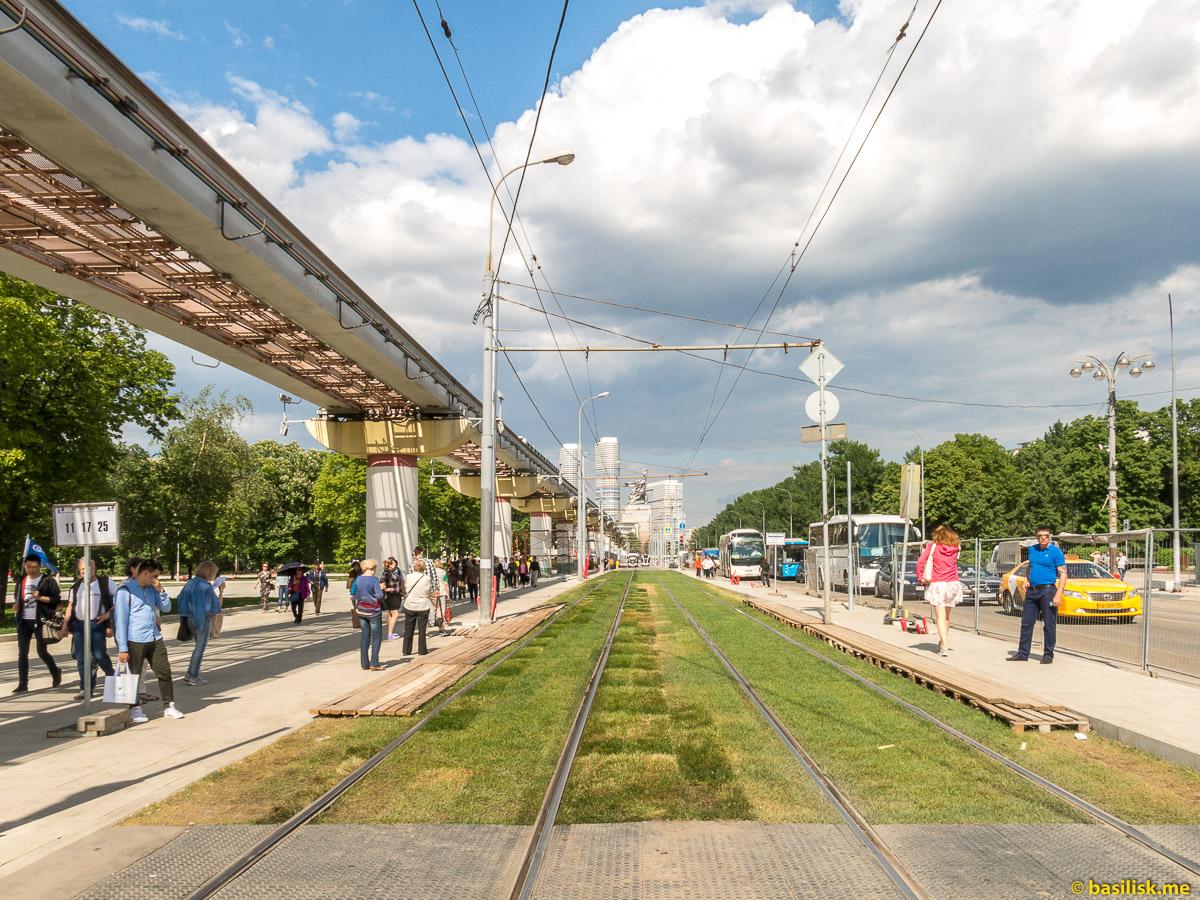 Монорельс и трамвайные пути. Проспект Мира. ВДНХ. Москва. Май 2018